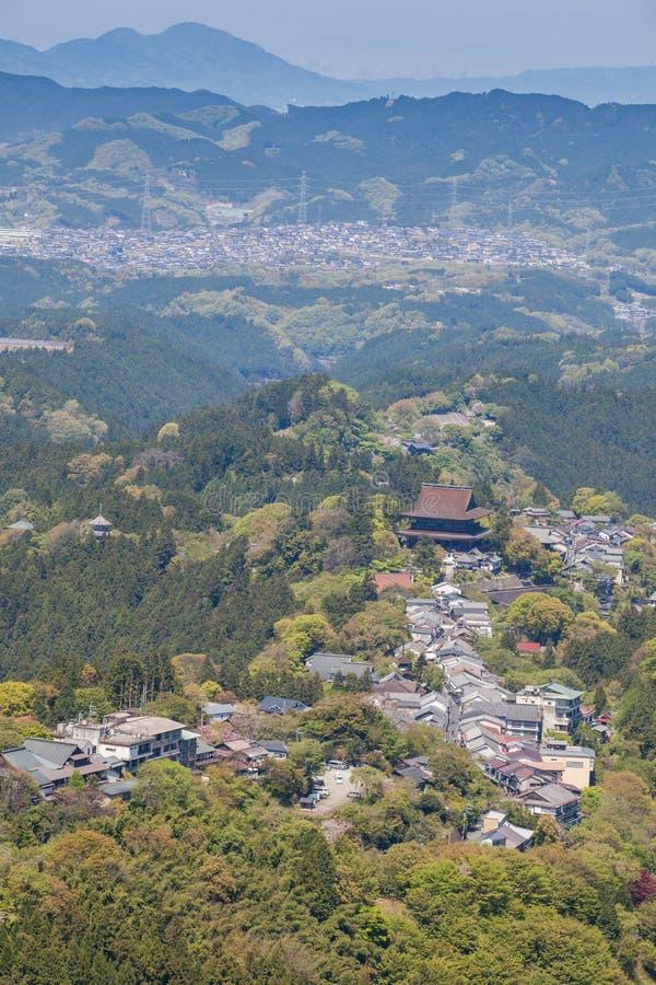 Monte la ciudad de Yoshino y de Yoshino en la prefectura de Nara imagen de archivo libre de regalías