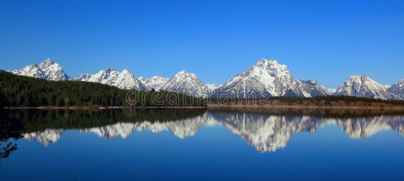 Monte Moran refletido em Jackson Lake, parque nacional grande de Teton, Wyoming imagem de stock royalty free