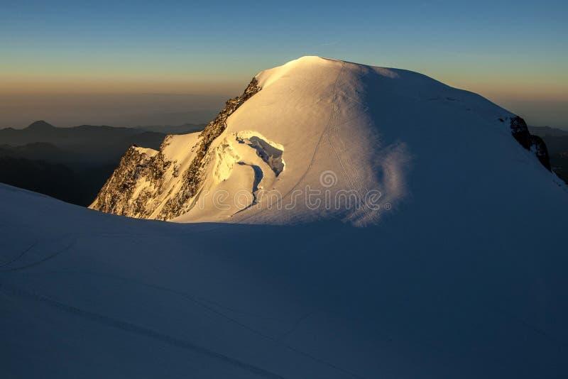 Monte Rosa Massif - Piramide Vincent su alba fotografia stock