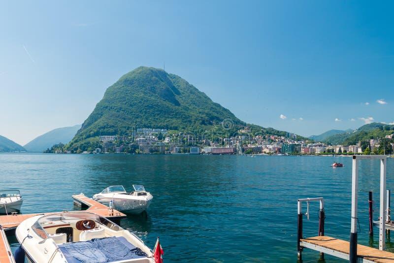 Monte San Salvatore Montanha nos cumes de Lepontine acima do lago Lugano em Suíça fotografia de stock