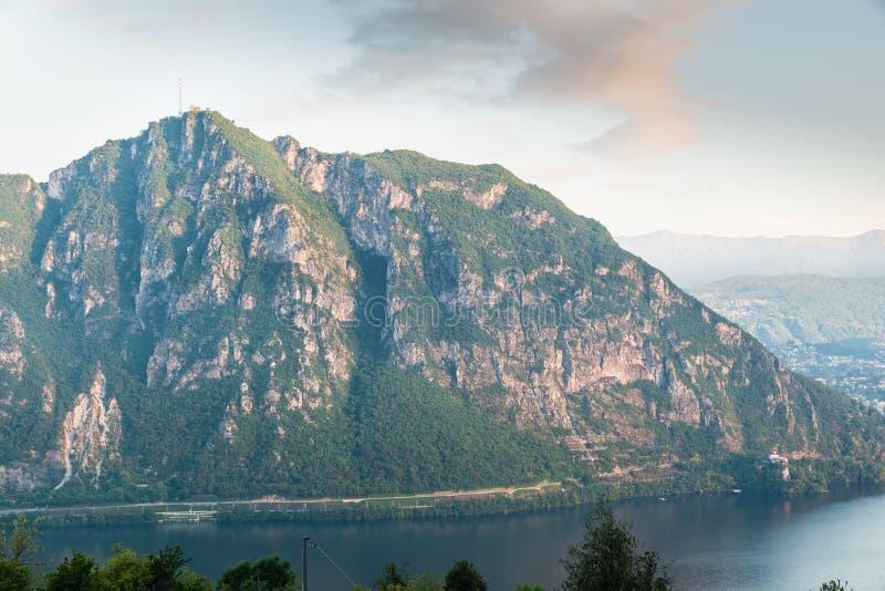 Monte San Salvatore, Suíça Montanha acima da cidade de Lugano imagem de stock