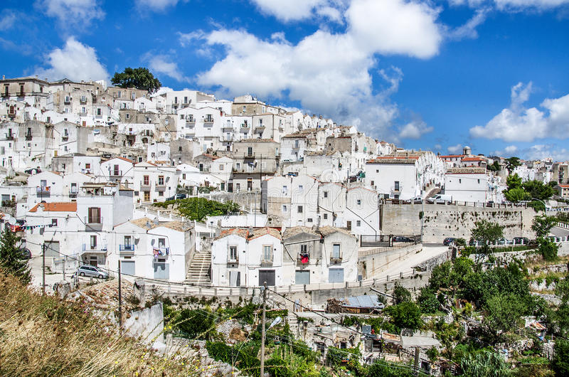 Monte Sant Angelo - södra Italien by - Gargano - Puglia royaltyfria foton