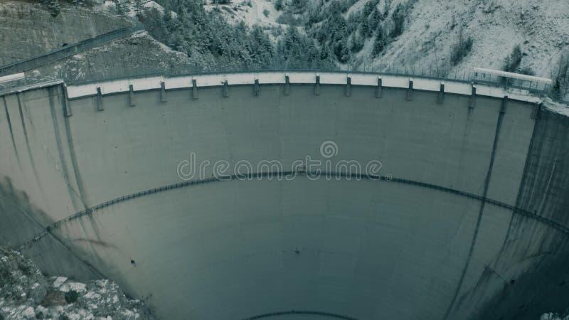 MONTE TOC,意大利- 2018年12月23日 臭名昭著的瓦永特水坝鸟瞰图,可怕的灾害的原因在皮亚韦河谷的 库存图片