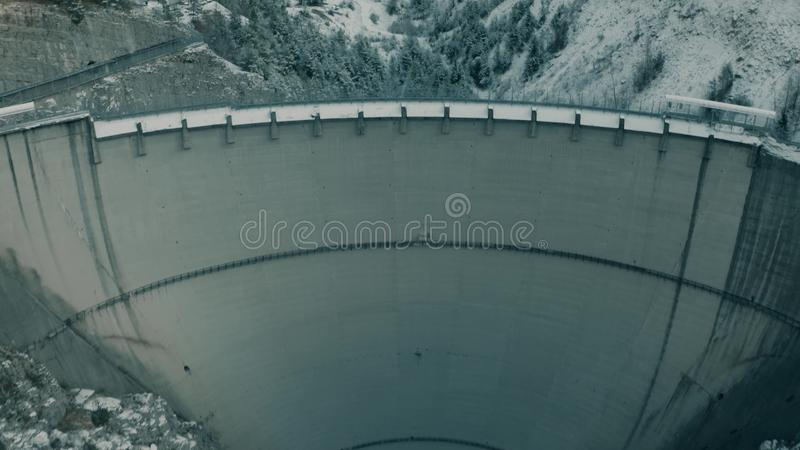 MONTE TOC, ITALIË - DECEMBER 23, 2018 Satellietbeeld van beruchte Vajont-Dam, de oorzaak van vreselijke ramp in Piave-vallei stock afbeeldingen