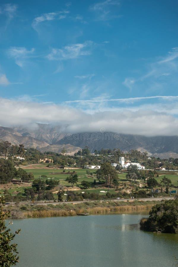 Montecito与鸟避难所的乡村俱乐部前面的,圣芭卜拉加利福尼亚 免版税库存图片