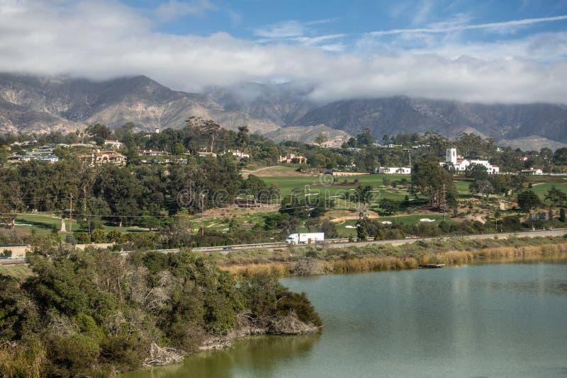 Montecito Country Club med fågelfristaden framme, Santa Barbara California royaltyfri bild