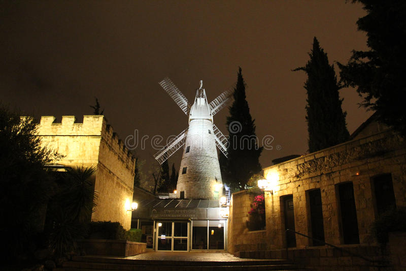 Montefiore风车在冬天晚上 库存照片