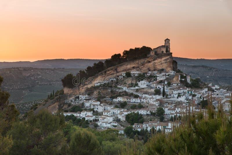 Montefrio al tramonto, provincia di Granada, Spagna immagine stock