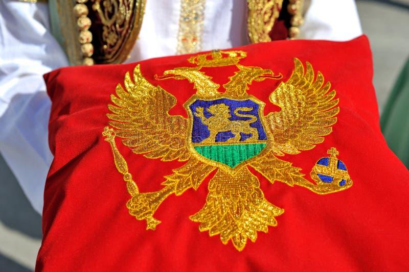 Montenegrinsk flagga på kudden royaltyfria bilder