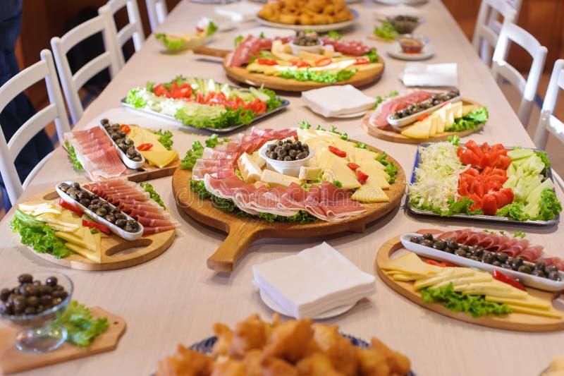 Montenegrinsk ny aptitretaremat arkivbilder