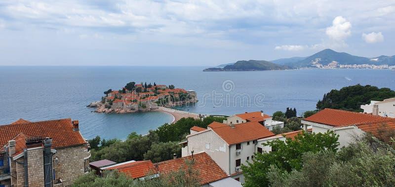 Montenegro, adriatisches Meer, Ansicht der Insel von St. Stefan stockfotografie