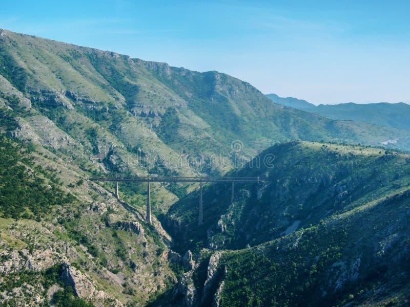 Montenegro berglandschap en blauwe hemel, Mooie aard royalty-vrije stock foto
