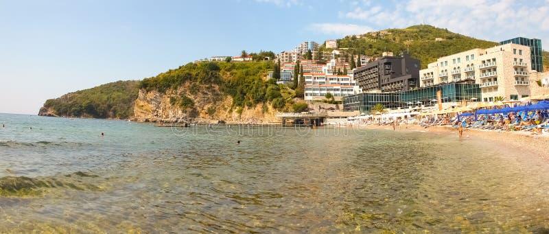 Montenegro, Budva A vista na praia do mar foto de stock