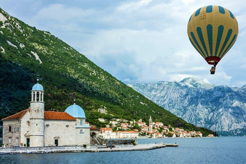 montenegro Compartiment de Kotor Paysage marin, monastère sur l'île dans Pera photographie stock
