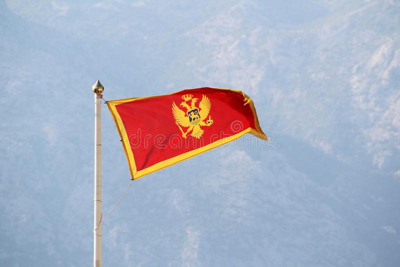 Montenegro-Flagge in Kotor-Zitadelle, Montenegro stockfoto