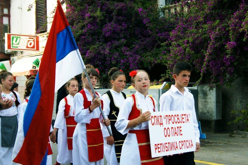 Montenegro, Herceg novembro - 28/05/2016: Crianças do conjunto sérvio Prosvjete do folclore fotos de stock royalty free