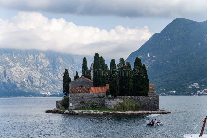 Montenegro. Holme av St George på fjärden av Kotor fotografering för bildbyråer