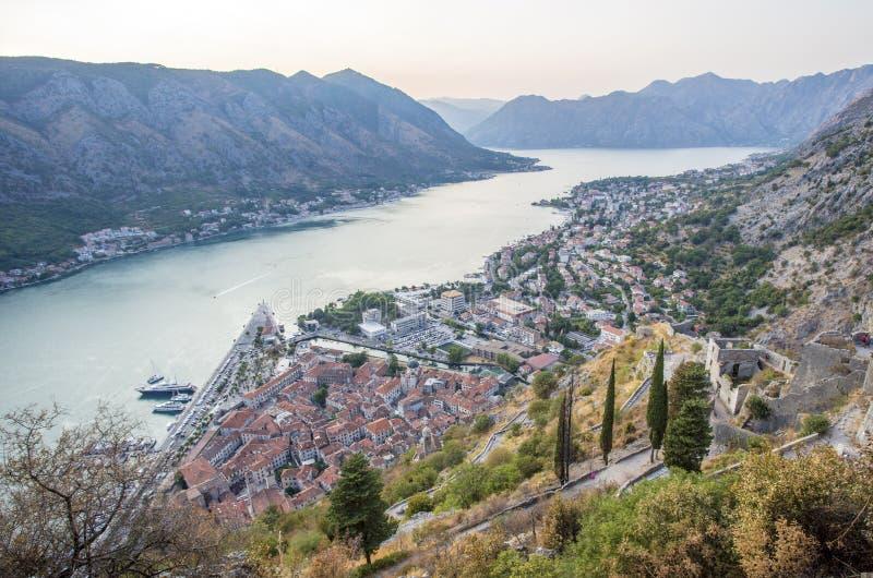 montenegro Kotor-Bucht von einer Vogel ` s Augenansicht stockbild