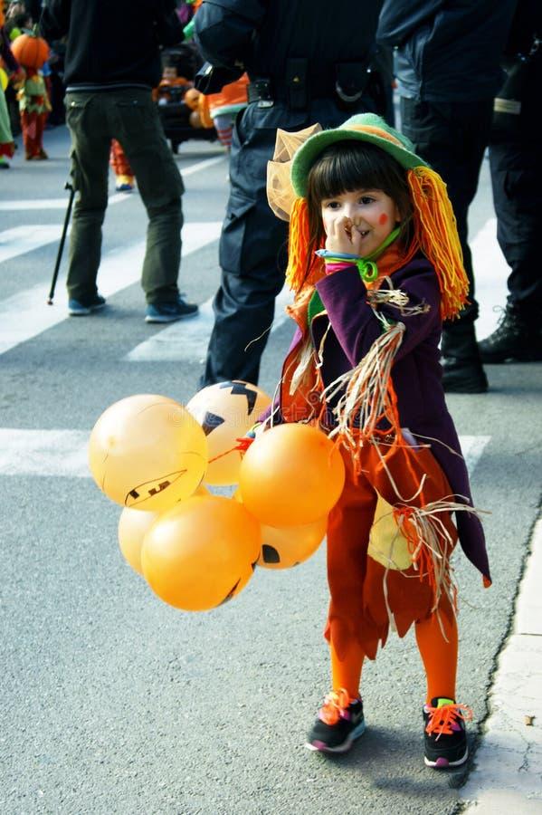 Montenegro, Kotor - 03/13/2016: Kind in helder Carnaval-kostuum royalty-vrije stock foto's