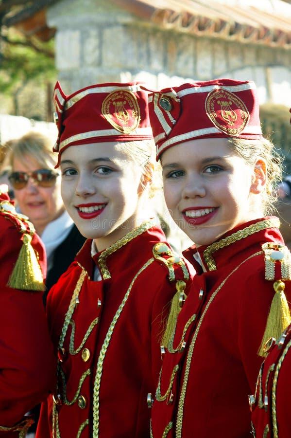 Montenegro, Kumbor - 02/06/2016: De meisjes van het team van majorettes Herceg Novi stock fotografie