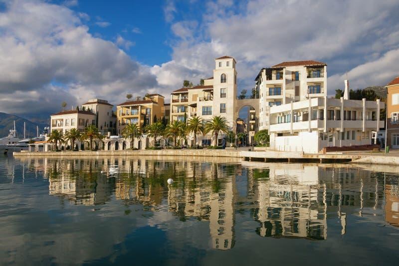 montenegro Mooie mening van dijk van Tivat-stad op zonnige dag royalty-vrije stock foto