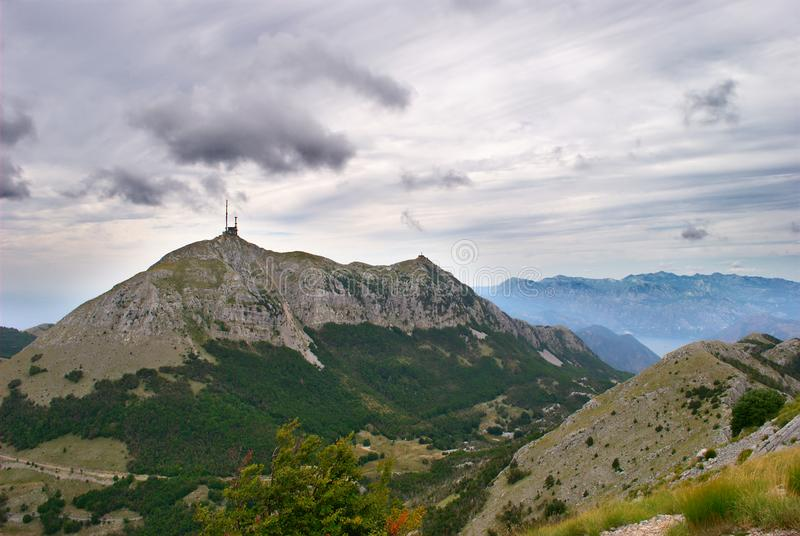 Montenegro selvagem - caminhando através das montanhas para Lovcen foto de stock royalty free