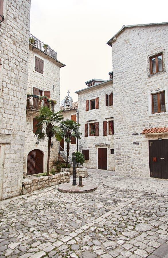 Montenegro Staden av Kotor gammala gator för kotor arkivbilder
