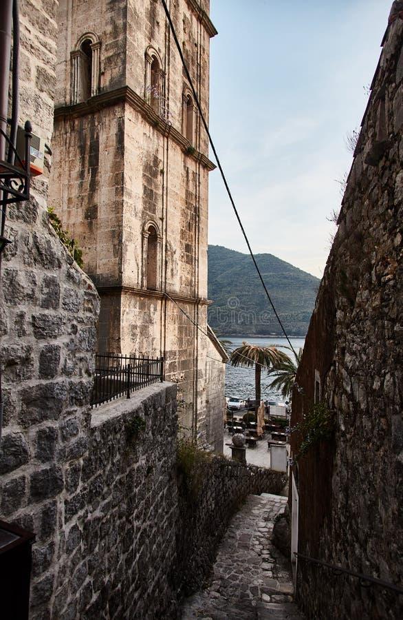 Montenegro Staden av Perast gator av gamla Perast royaltyfri foto