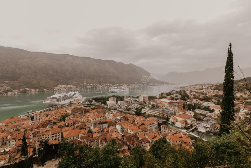 Montenegro Stary miasto Kotor Rewolucjonistka dachy - wizerunek zdjęcia stock