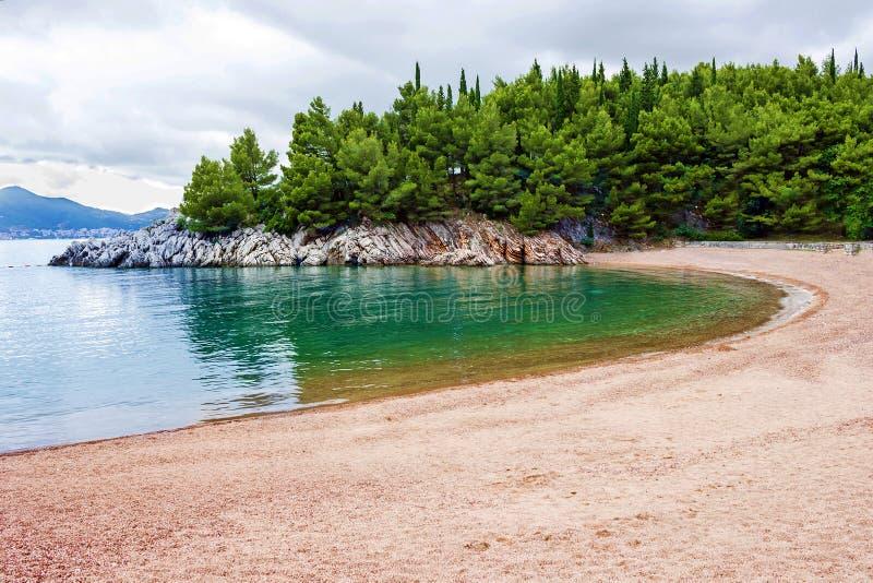 Montenegro, Strand van Adriatische overzees in de zomer royalty-vrije stock afbeelding