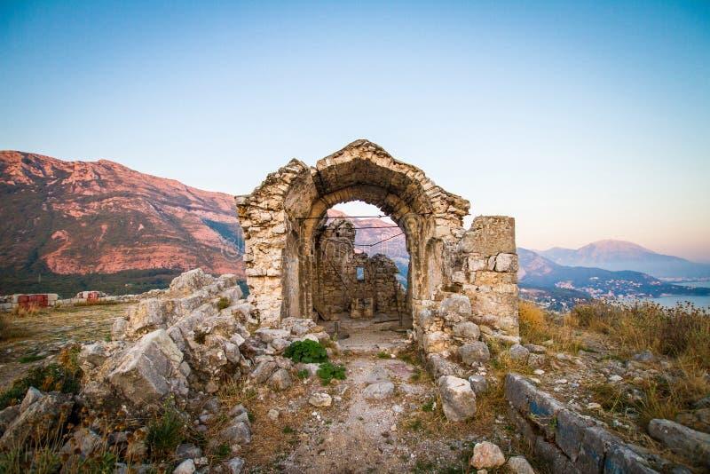 Montenegro, Sutomore, ruínas da fortaleza imagens de stock royalty free