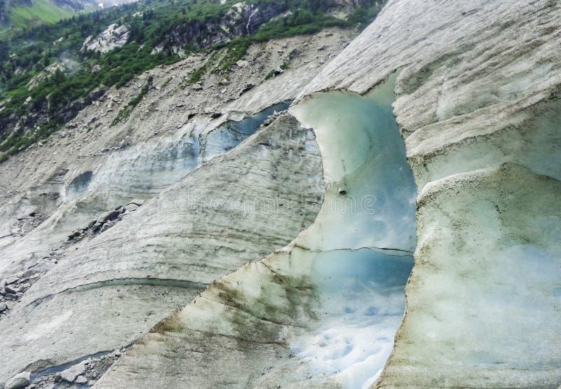Montenvers - isgrotta på havet av isglaciären fotografering för bildbyråer