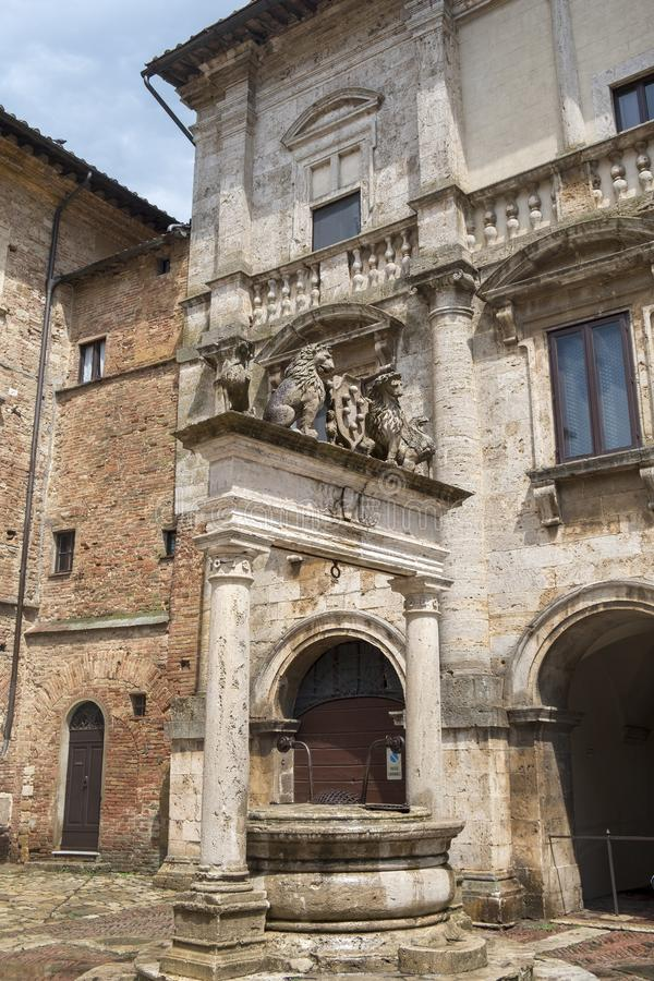 Montepulciano, Сиена, Италия: исторические здания стоковая фотография