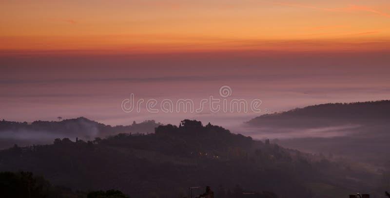 Download Montepulciano Dawn, Ιταλία στοκ εικόνες. εικόνα από πρωί - 13175496