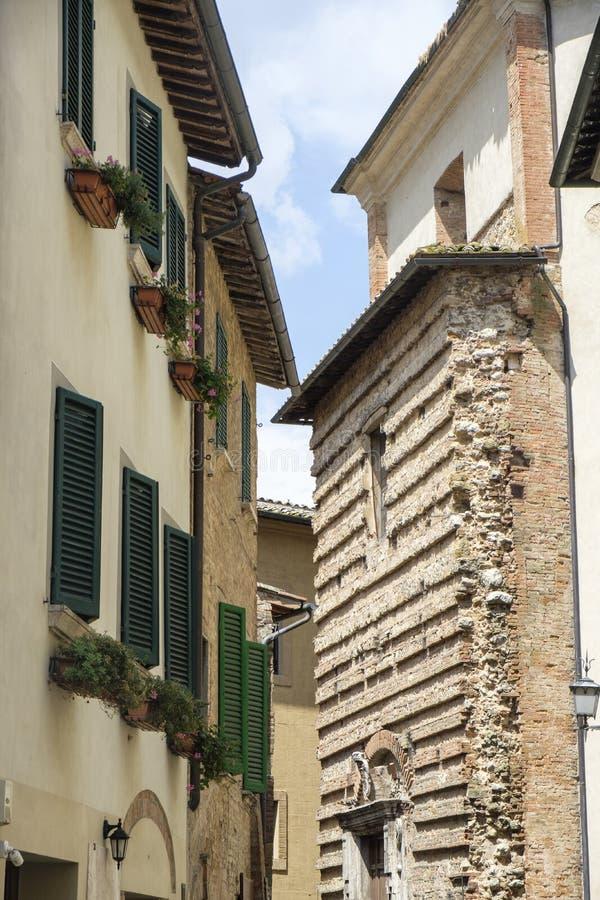 Montepulciano, Siena, Itália: construções históricas imagens de stock