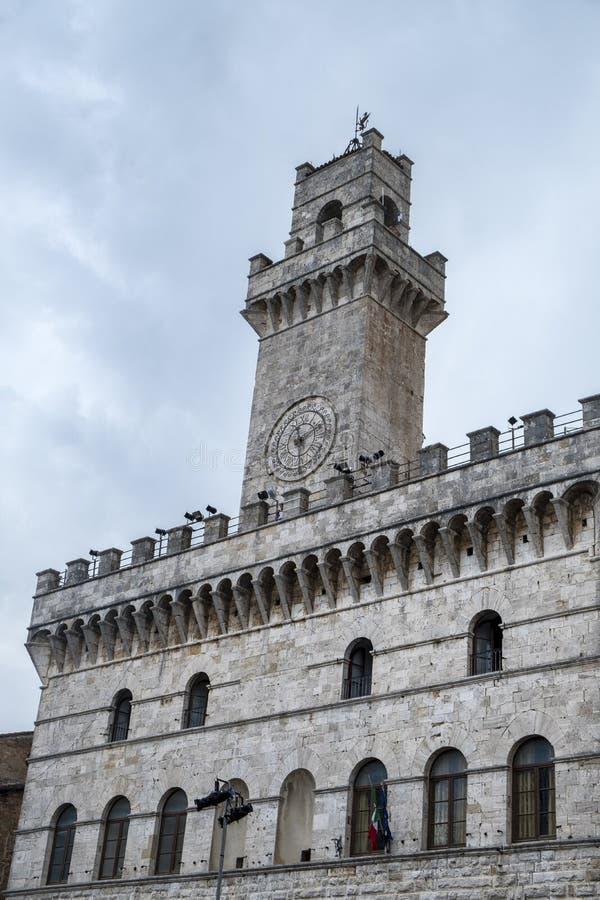 Montepulciano, Siena, Italië: historische gebouwen stock afbeeldingen