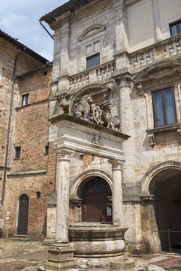 Montepulciano, Siena, Italië: historische gebouwen stock fotografie