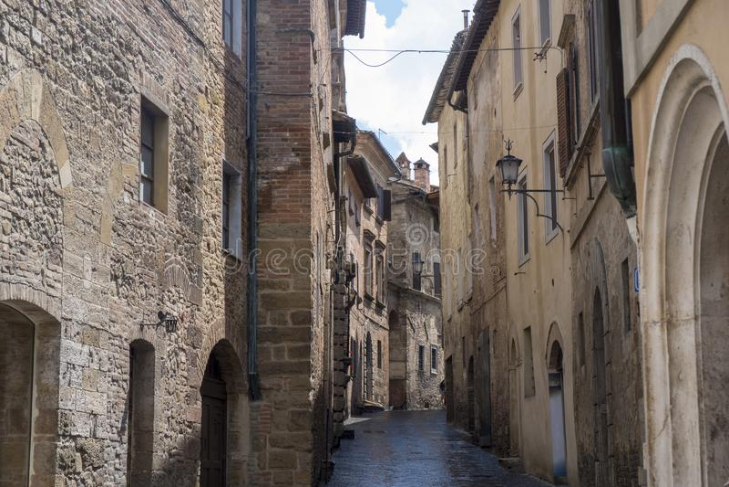 Montepulciano, Siena, Italia: edificios históricos fotografía de archivo