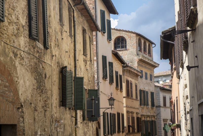 Montepulciano Siena, Italien: historiska byggnader royaltyfri foto