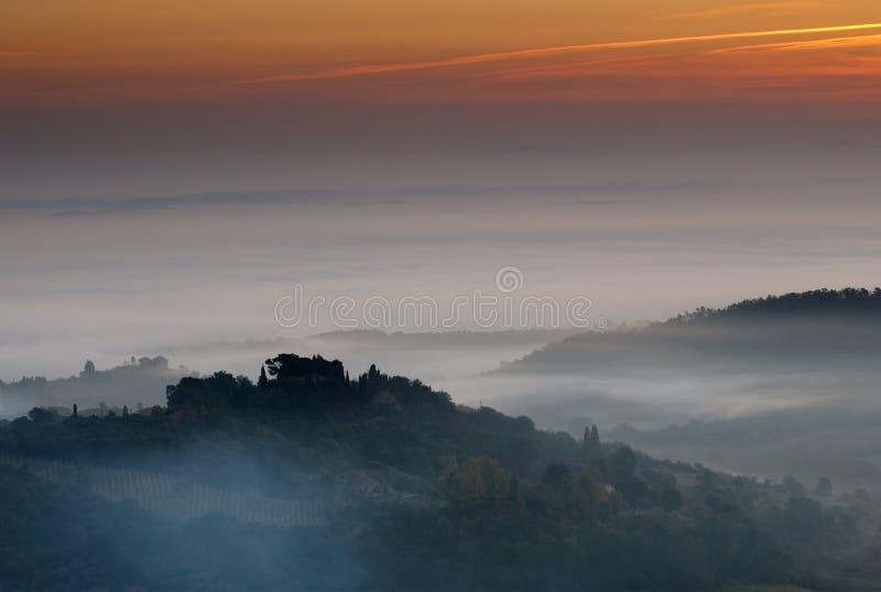 Montepulciano Sonnenaufgang, Italien lizenzfreie stockfotos