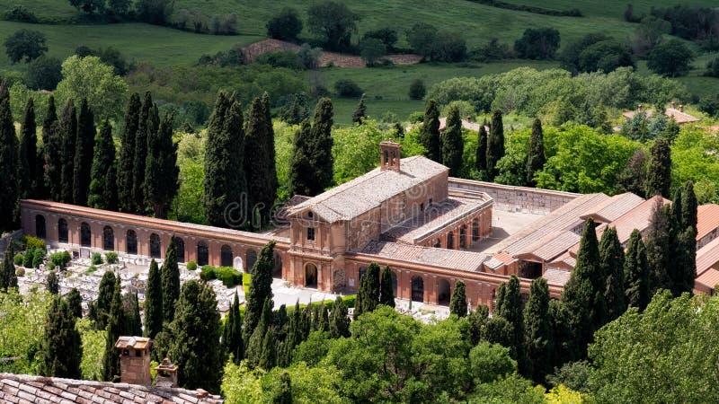 MONTEPULCIANO, TUSCANY/ITALY - 17 MAGGIO: Vista del nea del cimitero fotografie stock