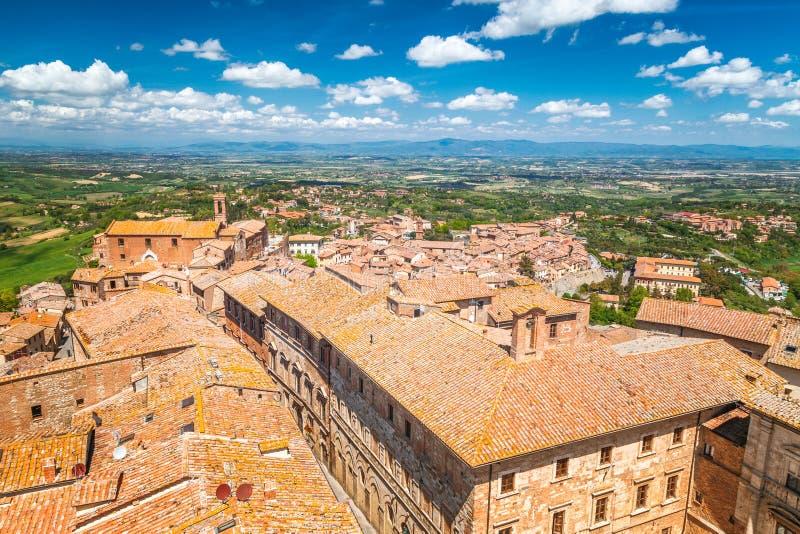 Montepulciano, una città di rinascita e medievale della collina in Toscana immagini stock