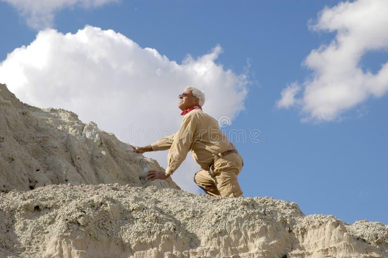 Monter d'homme aîné image libre de droits