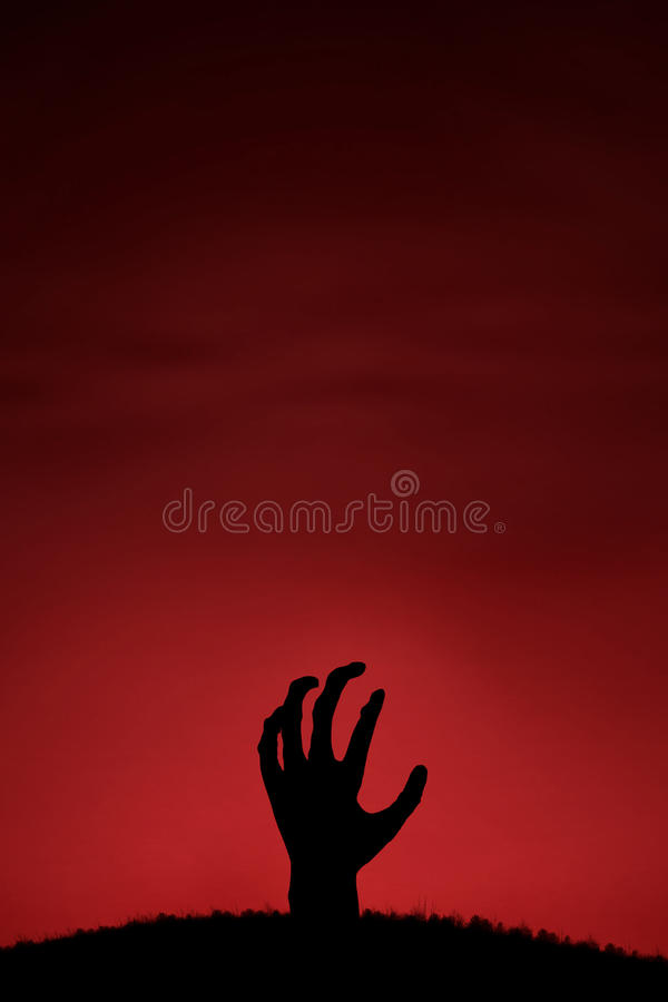Monter de main de zombi photos stock