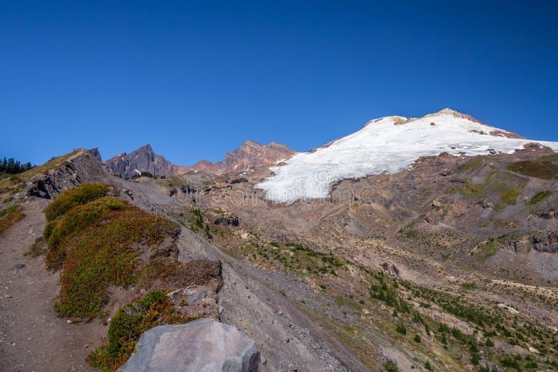 Montera bagaren och Easton Glacier från järnvägkvalitetsslinga royaltyfria bilder