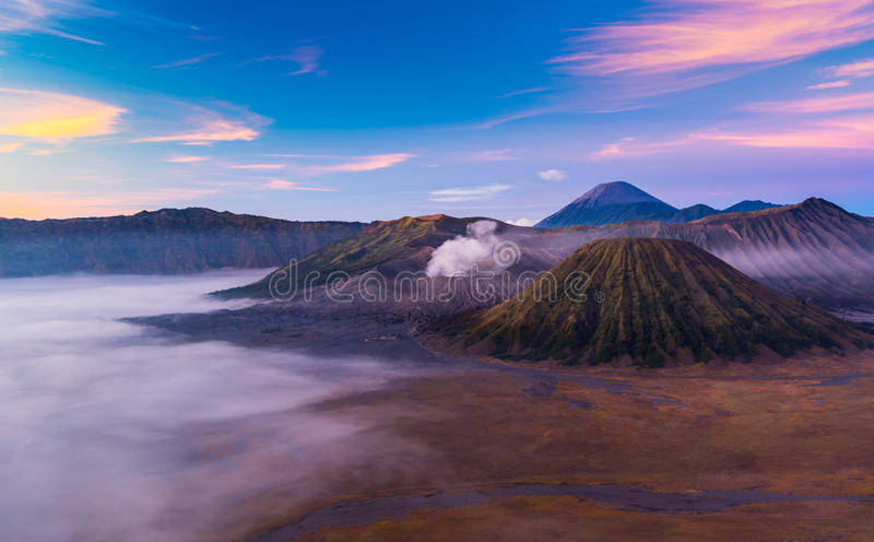 Montera Bromo, sikt under soluppgång, East Java, Indonesien royaltyfri bild