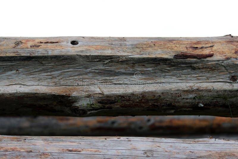 Montera en träram och byggande av ett hus Ryssland Textur av gamla träjournaler och fördjupningen i journalen för att sammanfoga royaltyfria bilder