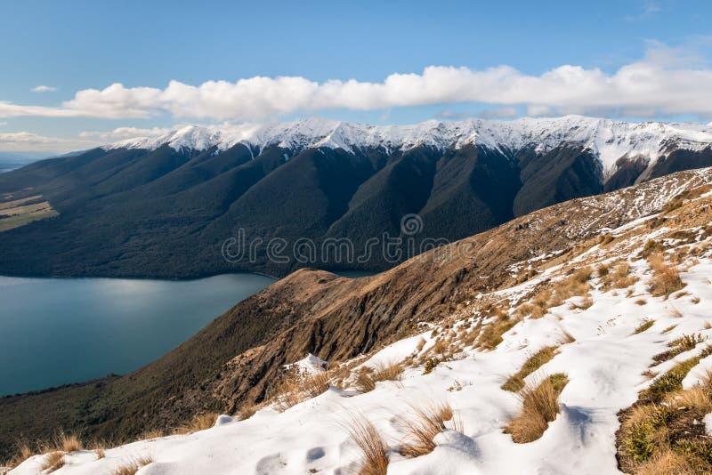 Montera Robert, sjön Rotoiti och helgonet Arnaud Range i vinter, den södra ön, Nya Zeeland arkivfoto