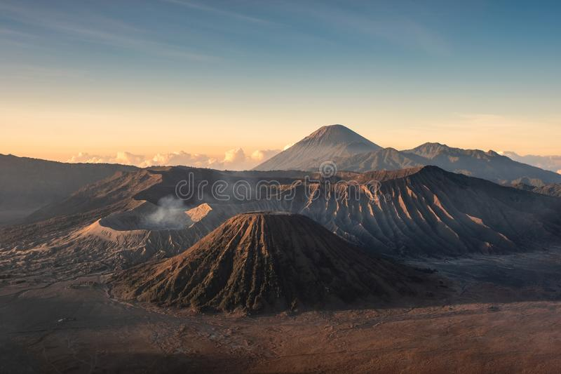 Montera vulkan en aktiv, Kawah Bromo, Gunung Batok på soluppgång arkivfoton