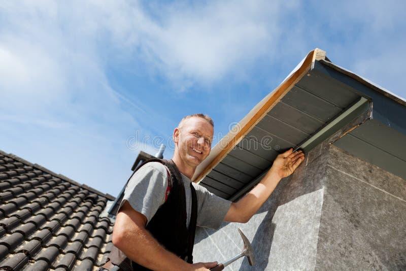 Monterande delar för Roofer av vindskupefönstret arkivbild